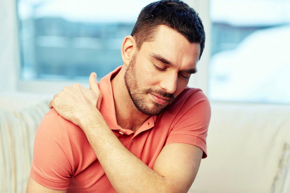 Czym jest zespół bolesnego barku i jak go leczyć?