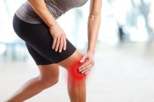 Kolano skoczka – objawy, leczenie i rehabilitacja