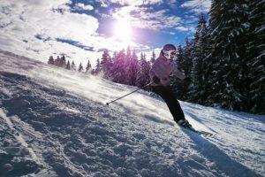 Kciuk narciarza – przyczyny, objawy, leczenie i rehabilitacja