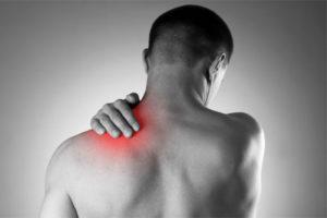 Rwa barkowa (ramienna) – przyczyny, objawy, leczenie i rehabilitacja