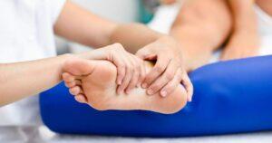 Płaskostopie poprzeczne i podłużne – jak leczyć?