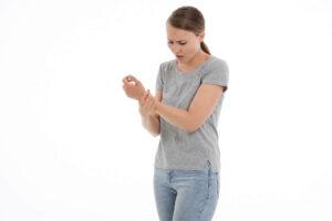 Bóle stawów na zmianę pogody czy coś więcej? Czyli jak podstępne i uporczywe potrafią być choroby reumatyczne